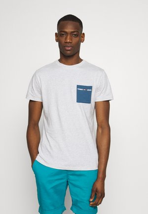 CONTRAST POCKET TEE - Print T-shirt - pale grey heather