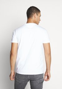 Tommy Jeans - CHEST LOGO TEE - T-shirt - bas - classic white - 2