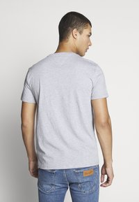 Tommy Jeans - CHEST LOGO TEE - Basic T-shirt - grey - 2