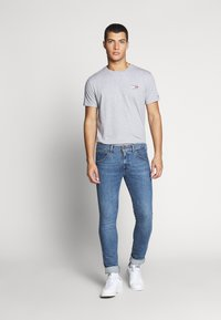 Tommy Jeans - CHEST LOGO TEE - Basic T-shirt - grey - 1