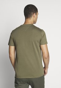Tommy Jeans - CHEST LOGO TEE - Basic T-shirt - uniform olive - 2