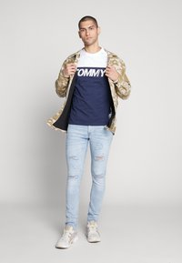 Tommy Jeans - COLORBLOCK TEE - Print T-shirt - white/multi - 1