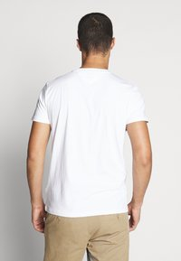 Tommy Jeans - CHEST STRIPE LOGO - Print T-shirt - white - 2