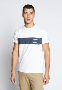 Tommy Jeans - CHEST STRIPE LOGO - Print T-shirt - white - 0