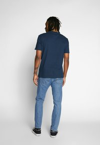 Tommy Jeans - LOGO TEE - T-shirt imprimé - twilight navy