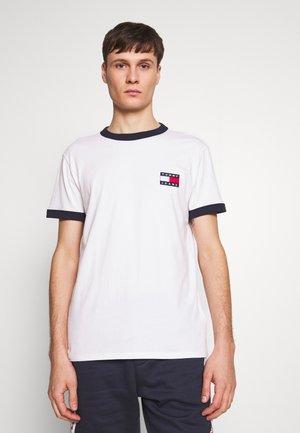 TJM BRANDED RINGER TEE - T-Shirt print - white / twilight navy