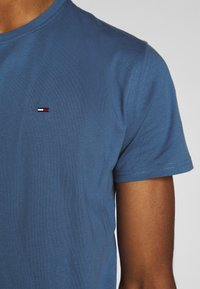 Tommy Jeans - ESSENTIAL SOLID TEE - Basic T-shirt - audacious blue - 5
