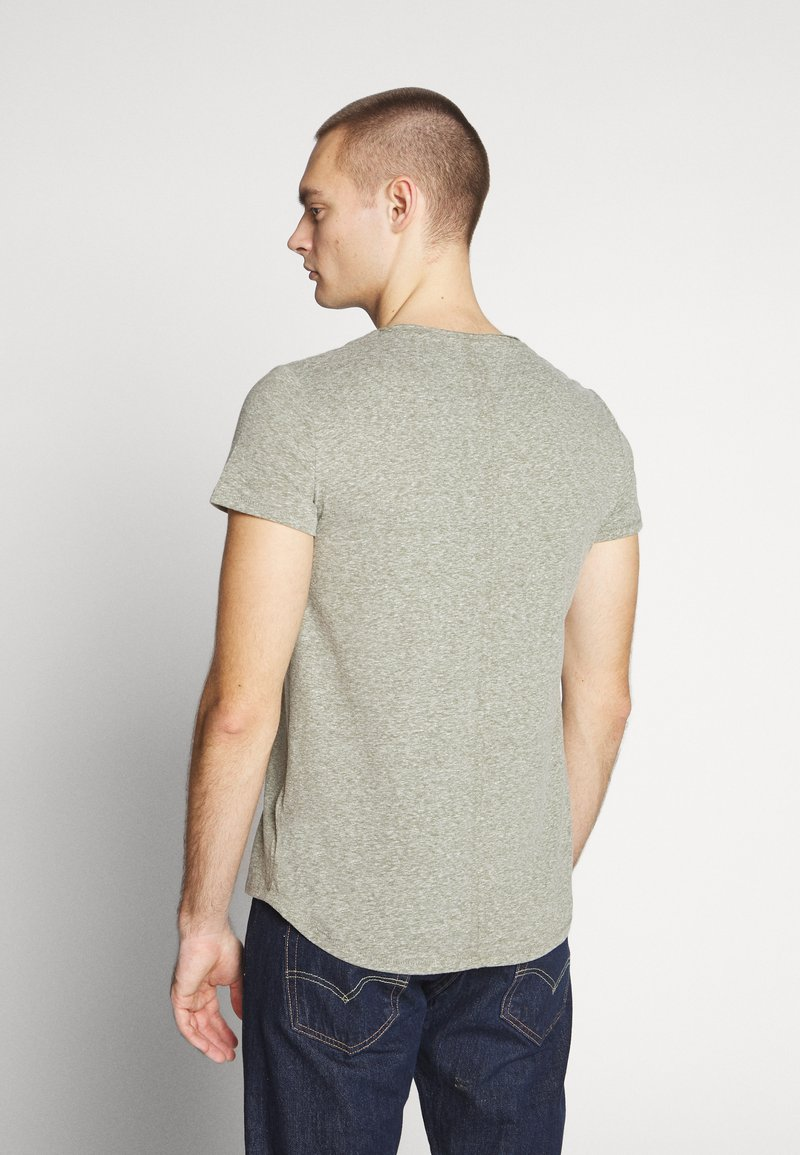 Tommy Jeans VNECK TEE - T-shirts - uniform olive