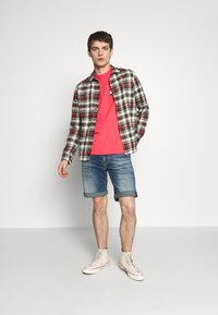 Tommy Jeans - LOONEY TUNES TEE  - T-shirt imprimé - sunset rose - 1