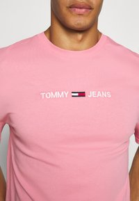 Tommy Jeans - STRAIGHT LOGO TEE - Print T-shirt - rosey pink - 5