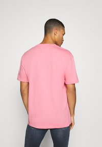 Tommy Jeans - STRAIGHT LOGO TEE - Print T-shirt - rosey pink - 2