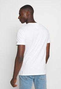 Tommy Jeans - CORP LOGO TEE - Print T-shirt - white - 2