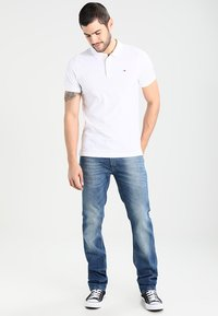 Tommy Jeans - ORIGINAL FINE SLIM FIT - Polo - classic white - 1
