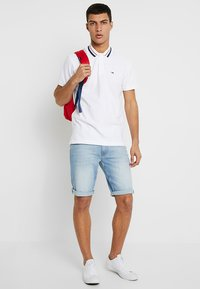 Tommy Jeans - CLASSICS - Poloshirt - white - 1