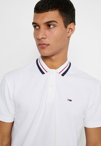 Tommy Jeans - CLASSICS - Poloshirt - white - 4
