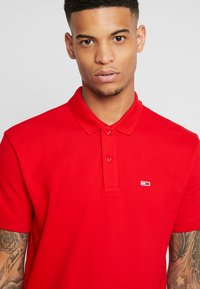 Tommy Jeans - CLASSICS SOLID STRETCH  - Polo - racing red - 5