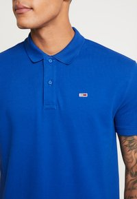 Tommy Jeans - CLASSICS SOLID STRETCH  - Polo shirt - surf the web - 4