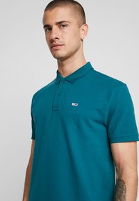 Tommy Jeans - CLASSICS SOLID - Polo shirt - atlantic deep - 4