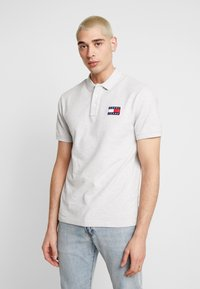 Tommy Jeans - BADGE  - Polo - pale grey - 0