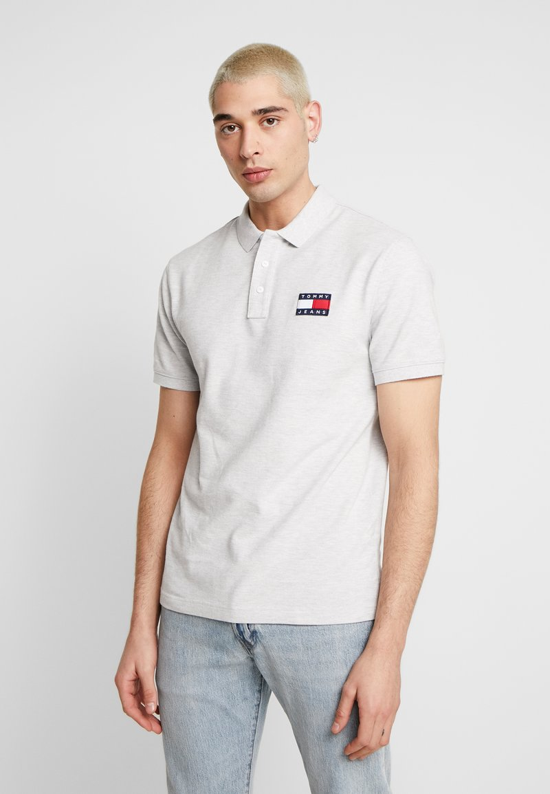 Tommy Jeans - BADGE  - Polo - pale grey
