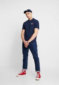 Tommy Jeans - BADGE  - Koszulka polo - black iris - 1