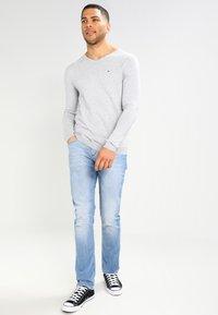 Tommy Jeans - ORIGINAL - Stickad tröja - light grey heather - 1
