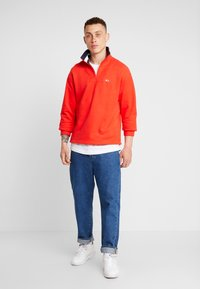 Tommy Jeans - SOLID ZIP MOCK NECK - Mikina - red - 1