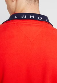 Tommy Jeans - SOLID ZIP MOCK NECK - Mikina - red - 5