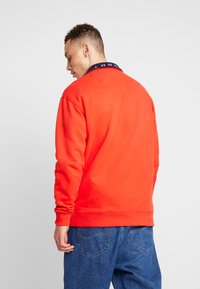 Tommy Jeans - SOLID ZIP MOCK NECK - Mikina - red - 2