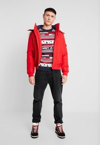 Tommy Jeans - AMERICANA STRIPE - Pullover - flame scarlet - 1