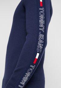 Tommy Jeans - TAPE - Neule - black iris - 5