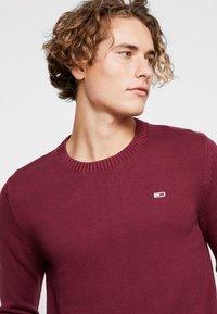 Tommy Jeans - CLASSICS - Stickad tröja - burgundy - 4