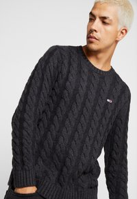 Tommy Jeans - ESSENTIAL CABLE - Neule - grey twisted - 3