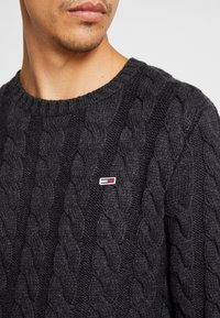 Tommy Jeans - ESSENTIAL CABLE - Neule - grey twisted - 5