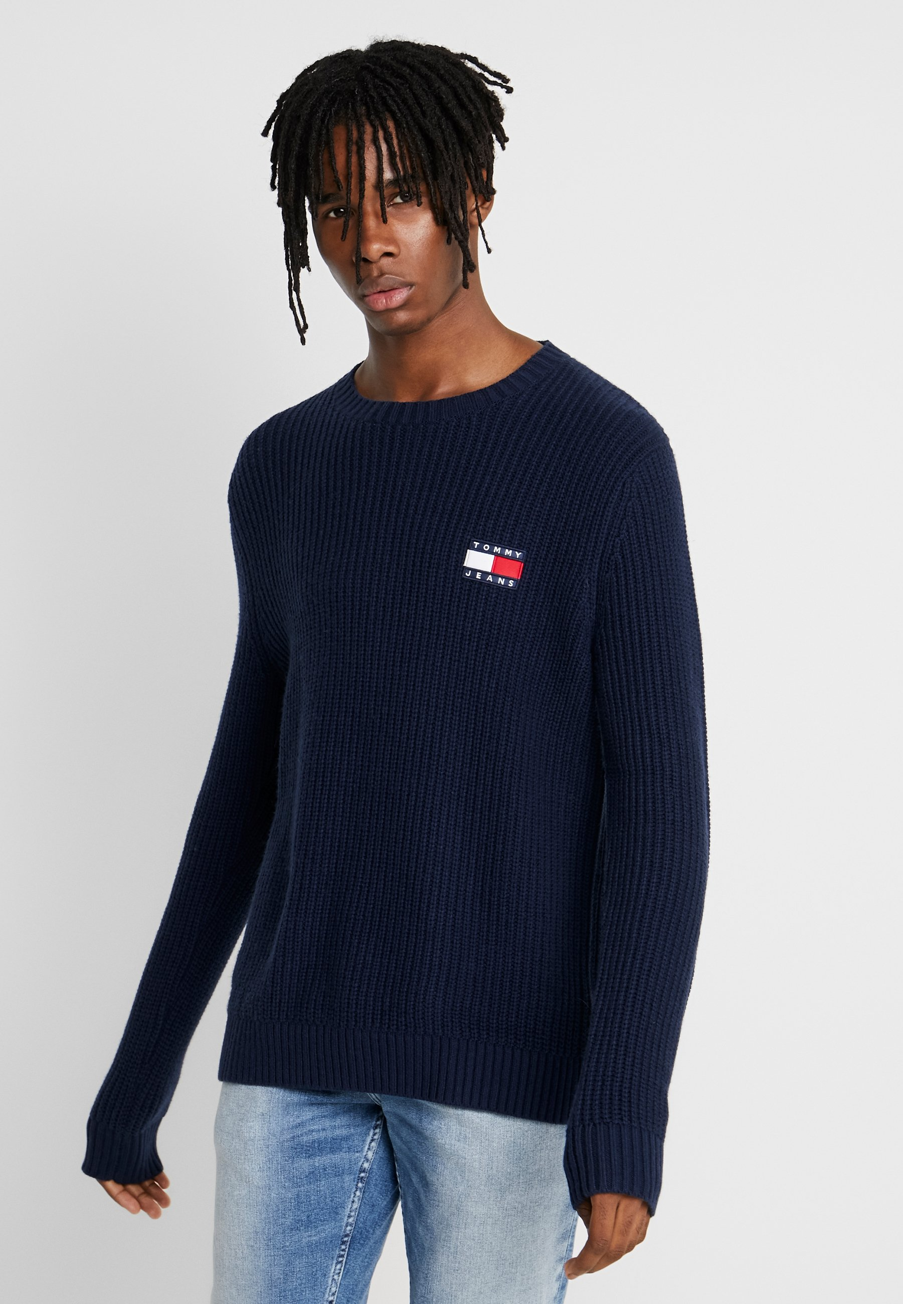 Tommy Jeans BADGE SWEATER - Sweter - black iris