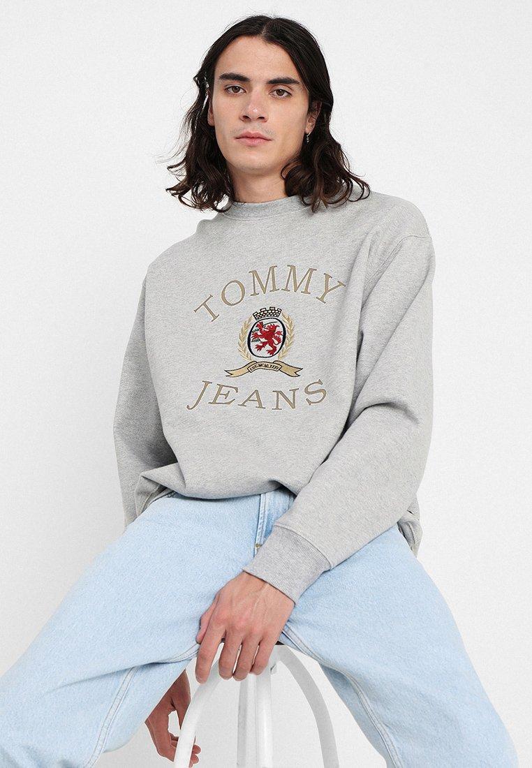 Tommy Jeans - CREST CREW - Sweatshirt - grey