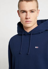 Tommy Jeans - CLASSICS HOODIE - Bluza z kapturem - blue - 3