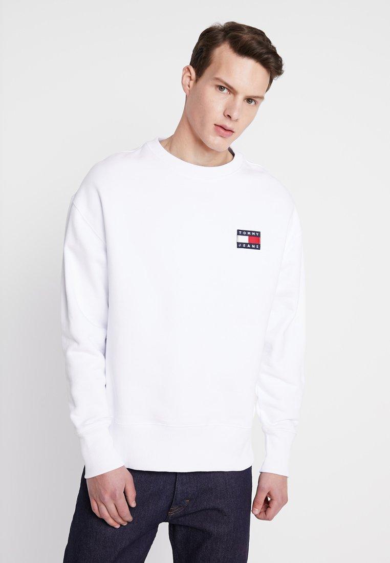 Tommy Jeans - BADGE CREW - Sweatshirt - white