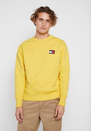 BADGE CREW - Sweatshirt - aspen gold