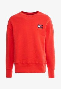 Tommy Jeans - BADGE CREW - Sweatshirt - red - 4