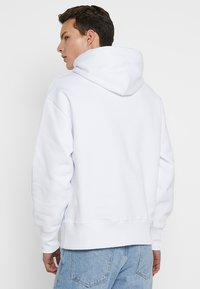 Tommy Jeans - BADGE HOODIE - Kapuzenpullover - white - 2