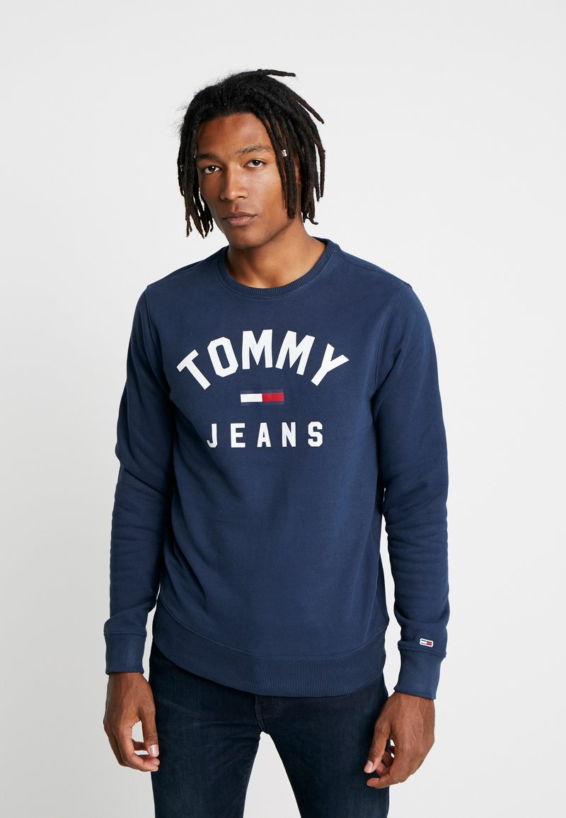 Tommy Jeans - ESSENTIAL FLAG CREW - Sweatshirts - black iris