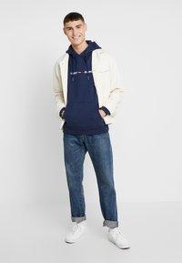 Tommy Jeans - STRAIGHT LOGO HOODIE - Sweat à capuche - black iris - 1