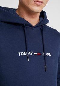 Tommy Jeans - STRAIGHT LOGO HOODIE - Sweat à capuche - black iris - 5