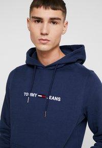 Tommy Jeans - STRAIGHT LOGO HOODIE - Sweat à capuche - black iris - 3