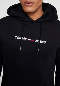 Tommy Jeans - STRAIGHT LOGO HOODIE - Huppari - tommy black - 3