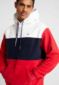 Tommy Jeans - BOLD STRIPE HOODIE - Hoodie - racing red/black iris - 4