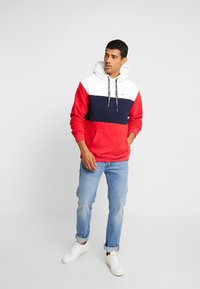 Tommy Jeans - BOLD STRIPE HOODIE - Sweat à capuche - racing red/black iris - 1