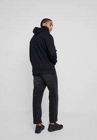 Tommy Jeans - CLASSICS HOODIE - Mikina skapucí - black - 2