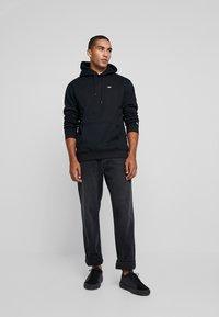 Tommy Jeans - CLASSICS HOODIE - Felpa con cappuccio - black - 1